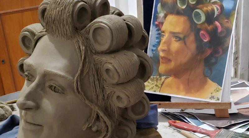 Estátuas de Paulo Gustavo ganham forma